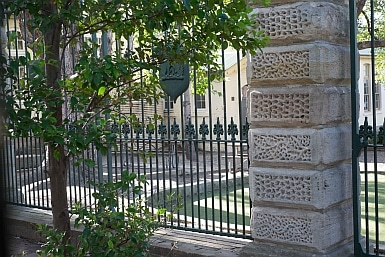 Annandale House Gates