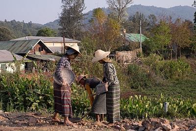 Roadworkers in Kalaw Myanmar