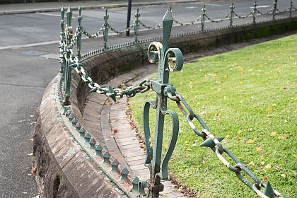 Heavy Iron link Chain and palisade uprights in Railway Square
