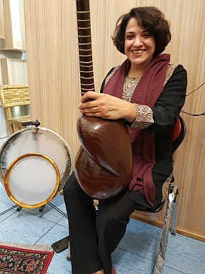 Traditional music with Tar in Iran