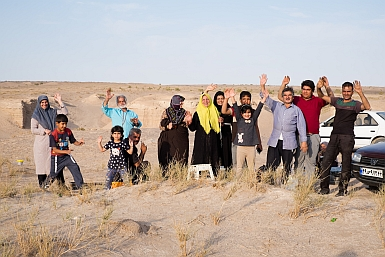 Picnic in the Maranjab Desert