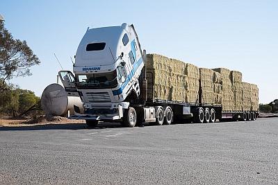 Lions deliver Hay to Cobargo Farmers