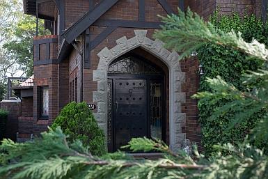 Tudor Home in Northbridge