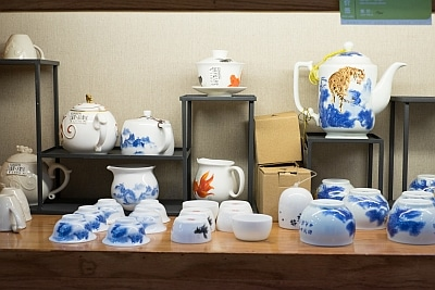 Buying a Tea Set in China